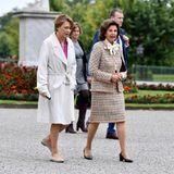 Besuch in Schweden: Elke Büdenbender und Königin Silvia unterhalten sich auf dem Weg zum Mittagessen