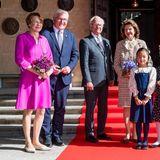 Besuch in Schweden: Gruppenfoto am Rathaus vor dem Lunch