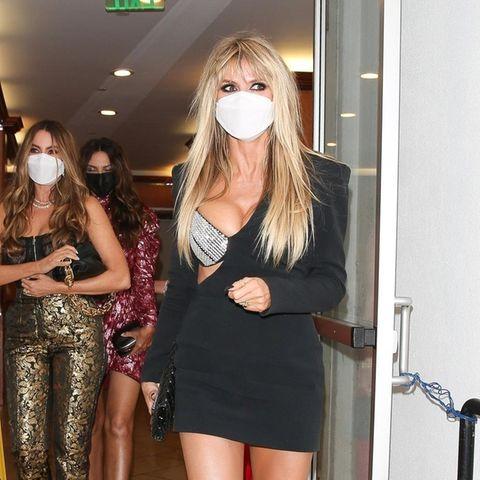 Heidi Klum und Sofia Vegara verlassen ein Restaurant.