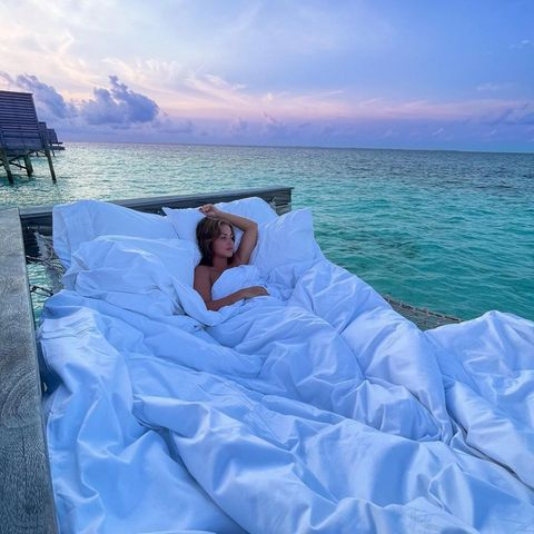 """""""Gemütlicher Sonntag"""", schreibt Kim Gloss zu diesemBild ihrer Flitterwochen auf den Malediven. Sieht nicht nur gemütlich aus, sondern magisch und wunderschön!"""