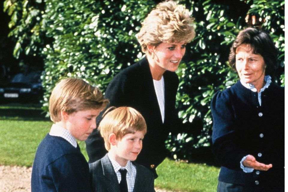 Prinzessin Diana (†36) begleitet zum Schulbeginn im Jahr 1993 ihre beiden Söhne Prinz William und Prinz Harry zurück an die Ludgrove School.