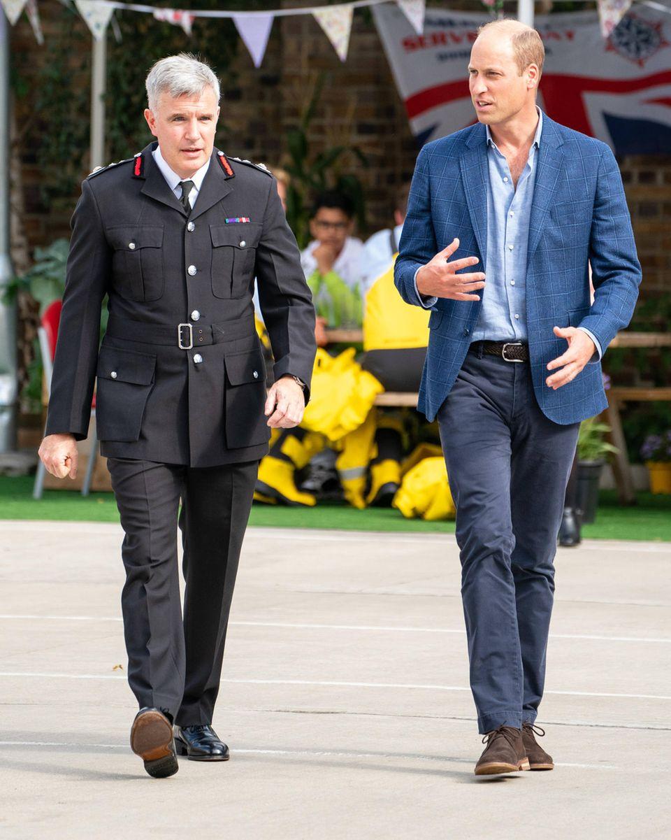 Prinz William besucht eine Feuerwache in London