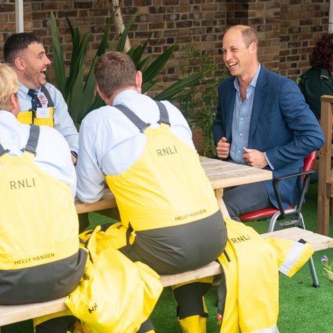 Prinz William beim Besuch der Feuerwache in London