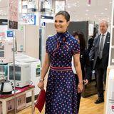 Dieser tolle Retro-Look von Prinzessin Victoria zeigt, dass nicht nur sie selbst auf Pünktchen steht, sondern auch schon ihre Mutter Königin Silvia, die dieses Kleid bereits Ende der Siebziger gerne trug.