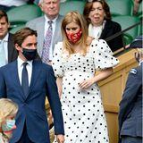 Zwar gucken bei Beatrices Besuch in Wimbledon alle nur auf ihren kleinen Babybauch, der Polka-Dot-Look der schwangeren Prinzessin von Self-Portrait ist aber auch ein stylischer Hingucker.