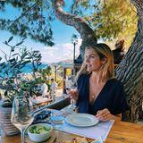 Von diesem Ausblick und vom griechischen Essen kriegt Viviane Geppert einfach nicht genug. Die Moderatorin genießt ihren Urlaub auf der InselZakynthos und dabei wünschen wir ihr noch schönste Erholung.