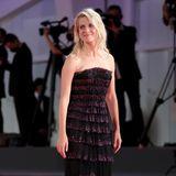 Dezenten Glamour bringt Mélanie Laurent mit diesem Volant-Look von Armani Privé auf den roten Teppich.