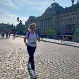 """12. September 2021  Zum 41. Mal findet der beliebte Lauf """"20 Kilometer von Brüssel"""" statt, und in diesem Jahr darf auch erstmals mitgewandert werden. Genau das macht nämlich auch Königin Mathilde, von der dieses schöne Bild bei bestem Wetter direkt vor dem Palast aufgenommen wurde."""