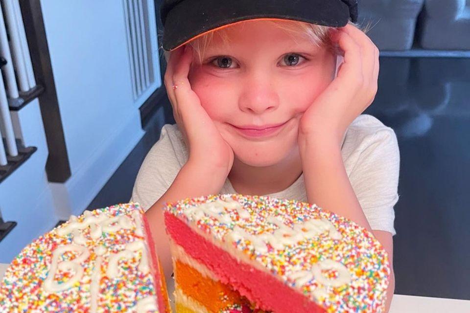 Torten der Stars: Leonardo Baldwin mit Kuchen