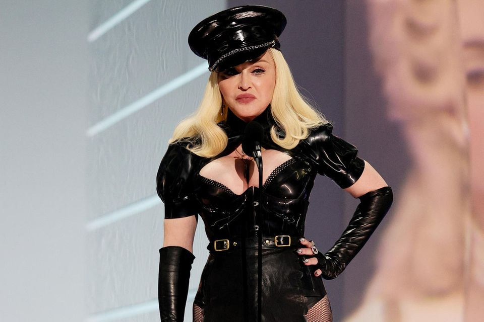 Madonna auf der Bühne der Preisverleihung.