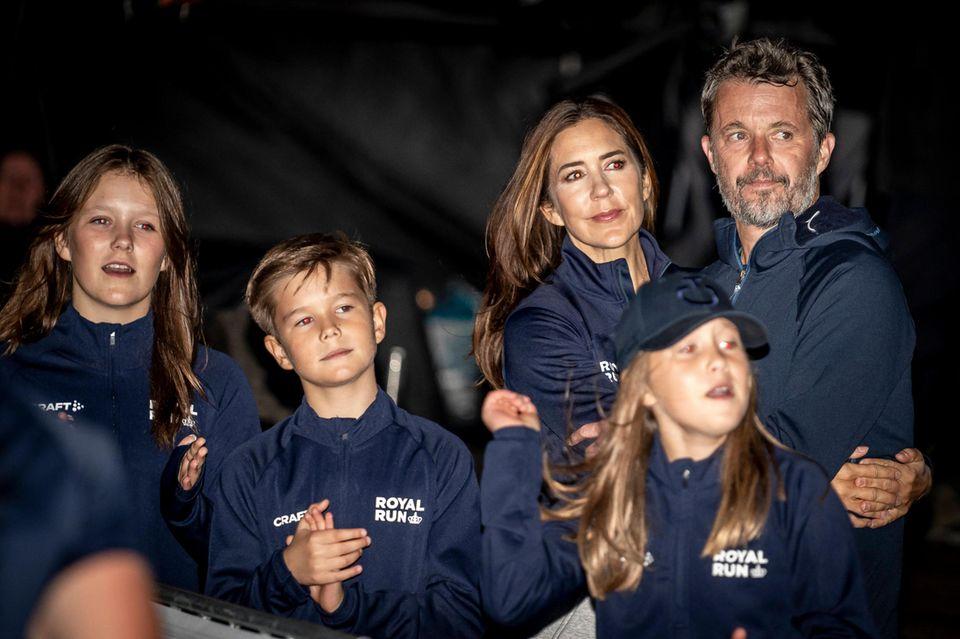 Royal Run 2021: Das dänische Kronprinzenpaar mit Kindern als Zuschauer