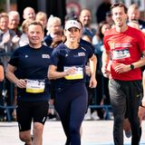 Royal Run 2021: Prinzessin Mary joggt an den Zuschauern vorbei