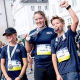 Royal Run 2021: Prinzessin Josephine, Prinzessin Isabella und Prinz Vincent präsentieren ihre Medaillen