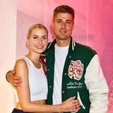 Bei der About You Fashion Week kam es zu einem seltenen Anblick: Lena Gercke zeigtsich zusammen mit ihrem Freund Dustin Schöne. Die Eltern der kleinen Zoe zeigen sich nicht oft gemeinsam in der Öffentlichkeit, es ist ihr erster gemeinsamer Red-Carpet-Auftritt seit langem!
