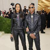 Bei Pharrell Williams und Helen Lasichanh ist Partnerlook angesagt! Ihre Outfits sind von Chanel.