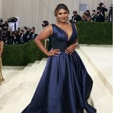 Mindy Kaling strahlt in Tory Burch.