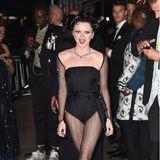 Maisie Williams hat sich für ihre Partynacht nach der Met Gala nur von Rock und Schleppe verabschiedet.