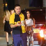 Ihren pinken Look hat Lourdes Leon für die Rihanna-Party gegen ein weißes Top und zerfetzte Jeans mit allerlei Applikationen getauscht.
