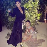 Assistenten der Stars: Kendall Jenner bindet Mama Kris Jenner die Schuhe
