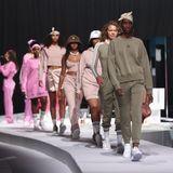 Models der Adidas-Show laufen über den Runway