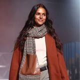 Neben Adidas und Guido Maria Kretschmer hat auch Esprit am Dienstag die neue Herbst/Winter-Kollektion vorgestellt. Modetechnisch liegt der Fokus auf warmen Farben und langen Mänteln.
