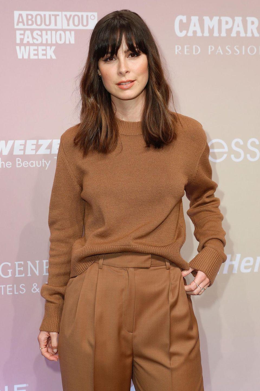 Lena Meyer-Landrut läuft über den roten Teppich ihrer eigenen Fashion-Show