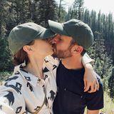 Promi-Küsse: Lily Collins und Ehemann Charlie McDowell in den Flitterwochen