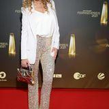 Punkt 12-Moderatorin Katja Burkard setzt auf goldfarbene Paillettenhose sowie Top und Blazer – und macht damit alles richtig.