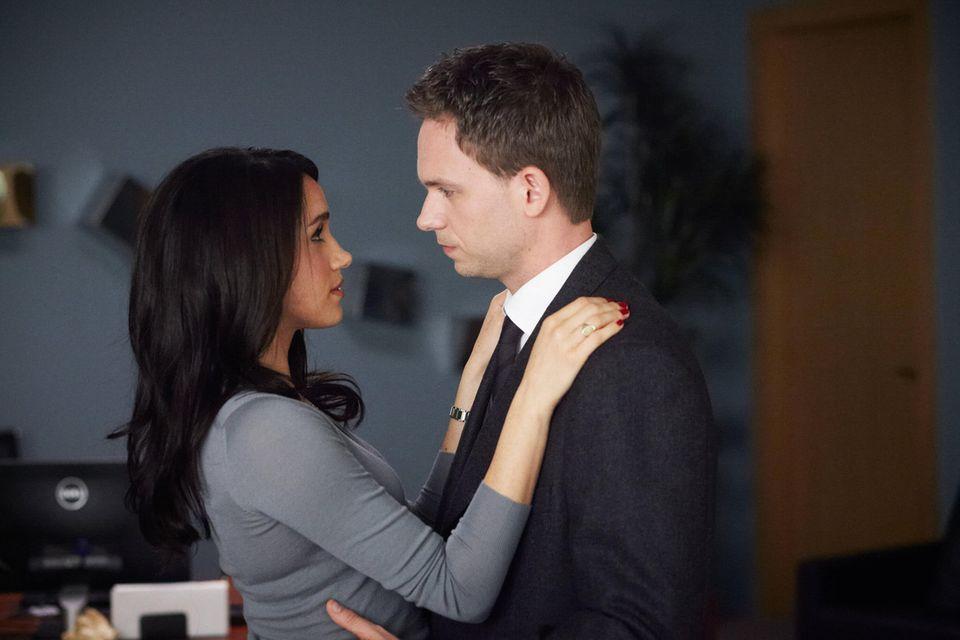 Meghan Markle und Patrick J. Adams als Rachel und Mike in Suits
