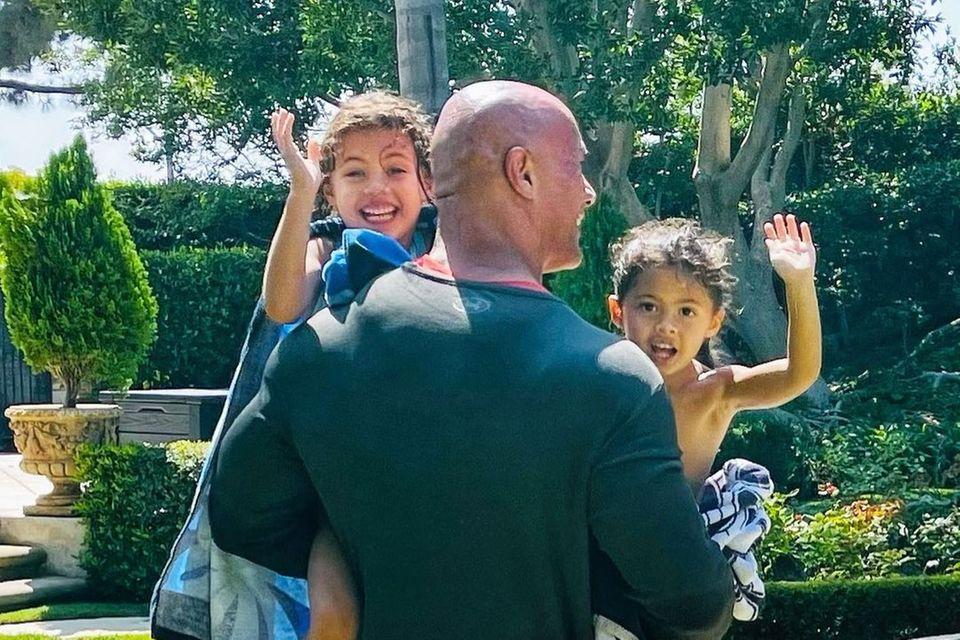 Sprösslinge: The Rock mit seinen beiden Töchtern