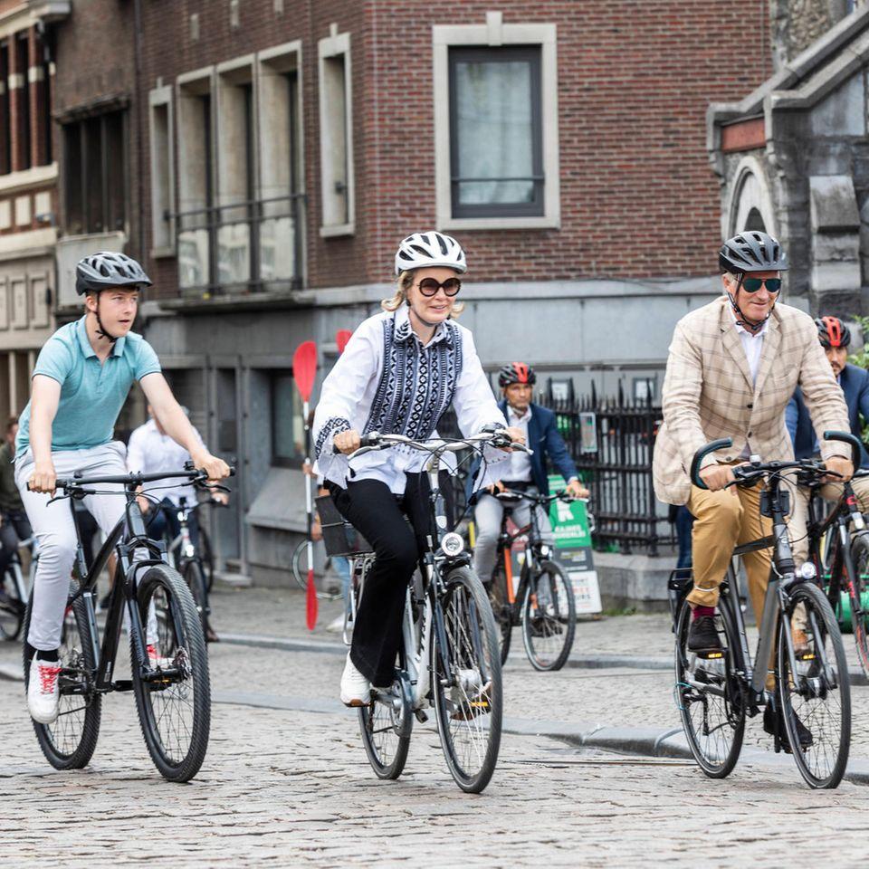 Belgische Royals: Die königliche Familie macht eine Fahrradtour durch Gent