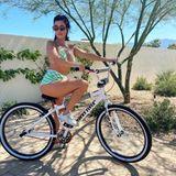 Stars mit Fahrrad: Kourtney Kardashian fährt Fahrrad