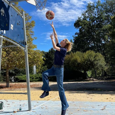 Sportliche Stars: Eva Herzigova spielt Basketball