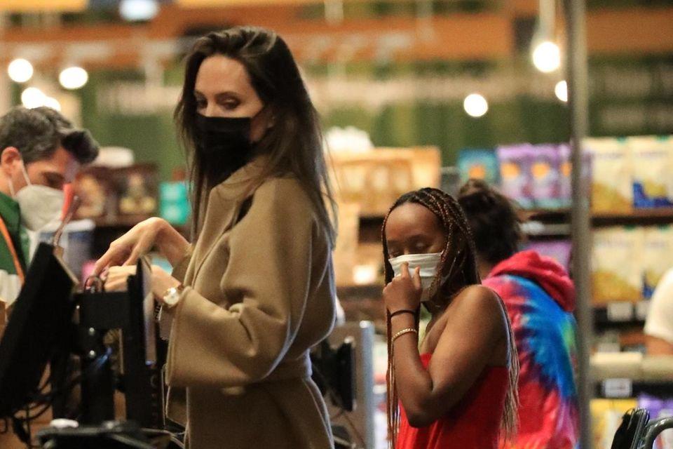 Shopping: Angelina Jolie mit Zahara im Supermarkt