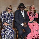 US-Vogue-Chefin Anna Wintour, UK-Vogue-ChefredakteurEdward Enninful und Kristen McMenamy haben in Erdems Front Row im British Museum Platz genommen.