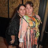 Auf der selben Party haben auch Musikmanagerin Rosa Mercuriadis und Lena Dunham ihren Spaß.