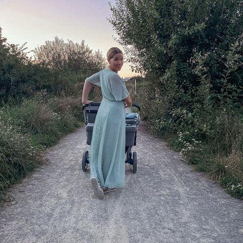 Kinderwagen der Stars: Tanja Szewczenko mit ihrem Zwillings-Kinderwagen