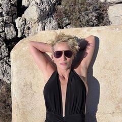 Urlaubsgrüße: Sharon Stone sonnt sich im Urlaub