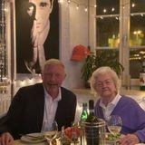 Stars + Familie: Boris Becker geht mit seiner Mama Elvira essen