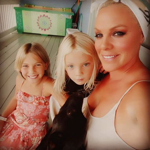 Pink + Carey Hart: Pink mit ihren beiden Kindern Willow + Jameson
