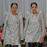 Models bei der Fashion-Show von Richard Quinn