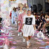 Sarina Taylor auf dem Laufsteg bei der London Fashion Week