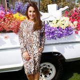 Nina Moghaddam posiert für die Fotografen.