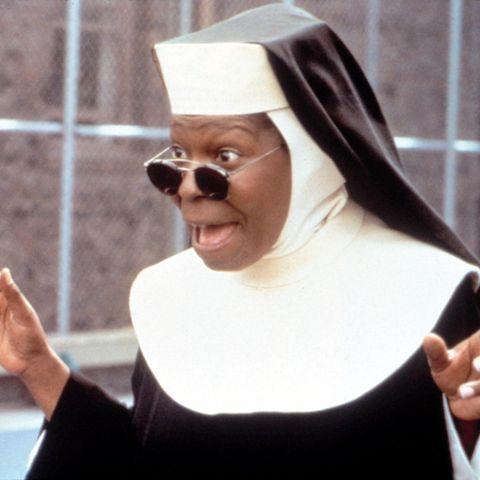 Showgirl Deloris (Whoopi Goldberg) findet sich plötzlich im Kloster wieder