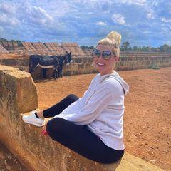 Wilde Tiere: Daniela Katzenberger vor Eseln