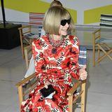 Gut gelaunt ist Vogue-Chefin Anna Wintour und schon ganz gespannt auf die Max-Mara-Show.