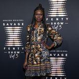 """Topmodel Alek Wek lässt sich Rihannas """"Savage x Fenty""""-Show nicht entgehen."""