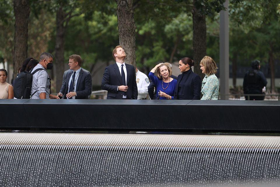 """Prinz Harry + Herzogin Meghan besuchen das """"9/11 Memorial Museum"""" in New York"""