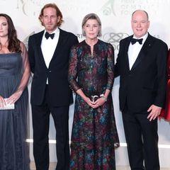 Auch Prinzessin Caroline von Hannover legte bei der Gala einen glamourösen Auftritt hin! In ihrem Kleid von Chanel Haute Couture zeigt die Tochter von Grace Kelly, dass sie die Eleganz ihrer Mutter definitiv geerbt hat.