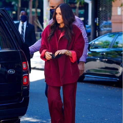 Herzogin Meghan setzt an Tag 2 in New York auf einen knalligen Look.